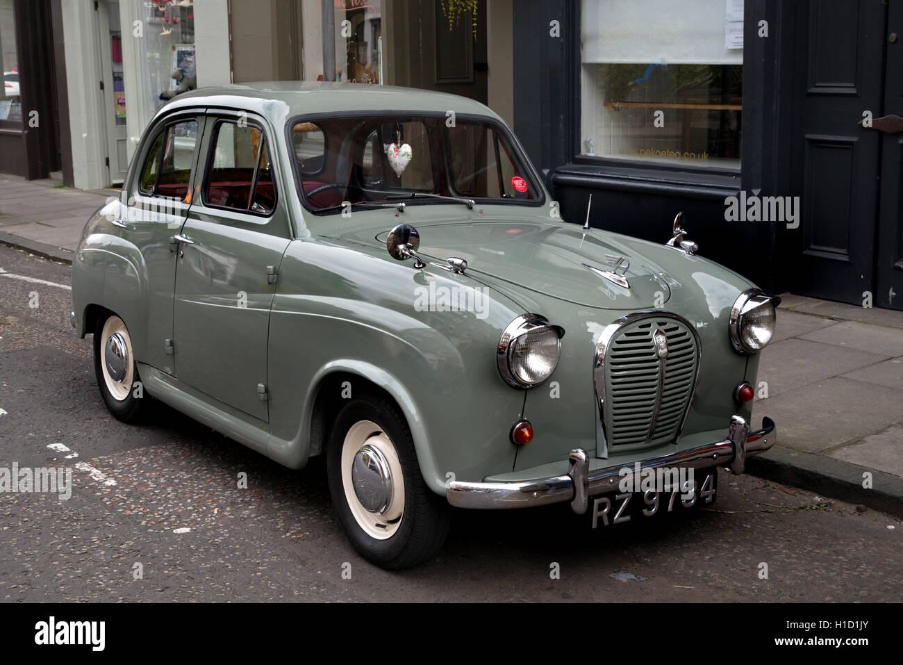 Vintage Morris Minor car parked in Stockbridge, Edinburgh, Scotland, UK. - Stock Image