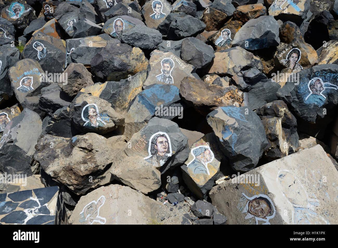 Bilder von beruehmten Musikern, auf Steine gemalt, am Auditorio de Tenerife, Santa Cruz de Tenerife, Canarias, Spanien - Stock Image