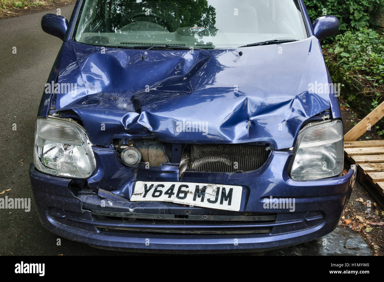 UK. A Vauxhall Agila car with a badly damaged bonnet and radiator following a collision with another vehicle - Stock Image