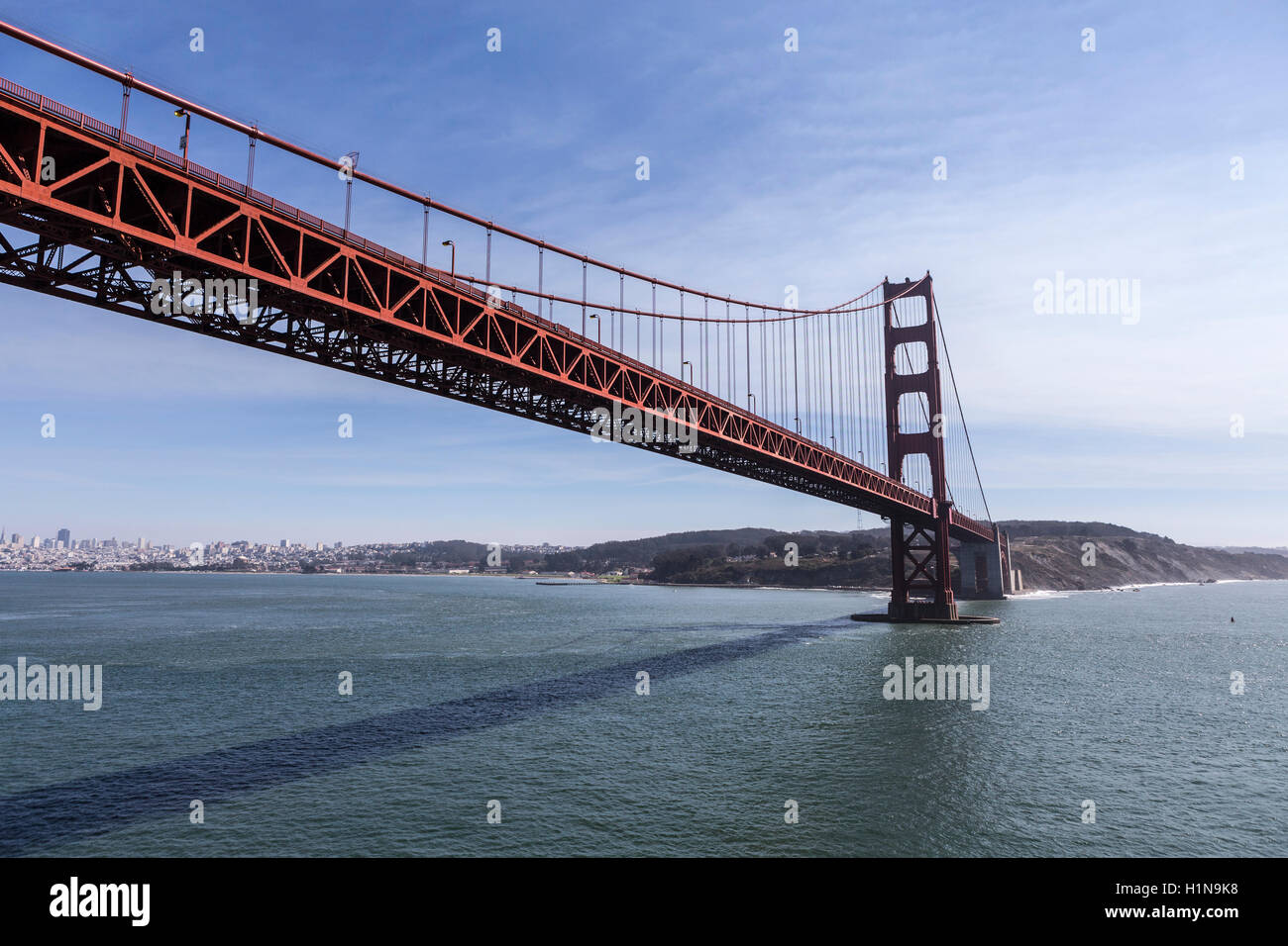 Low aerial of the Golden Gate Bridge in San Francisco, California. - Stock Image