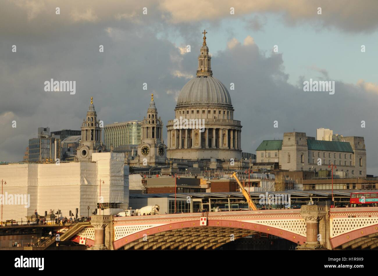 A horizontal image of St Paul's cathedral, from Southwark. - Stock Image