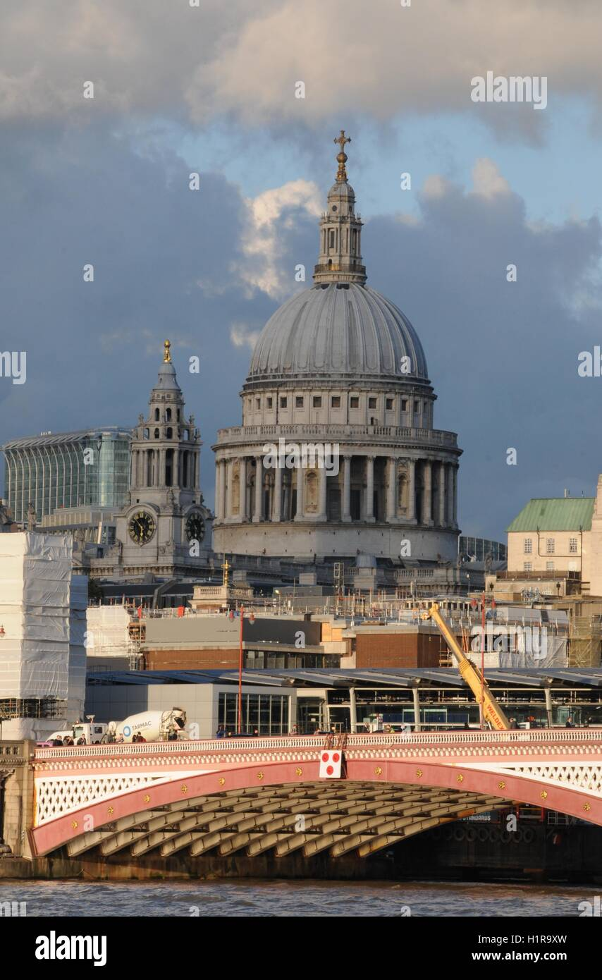 A vertical image of London's St Paul's cathedral - Stock Image