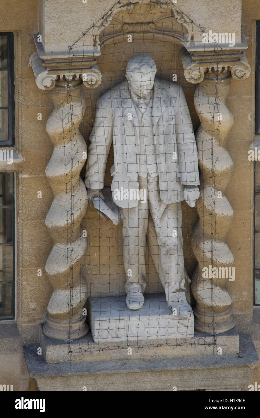 Statue of Cecil Rhodes in Oxford university - Stock Image