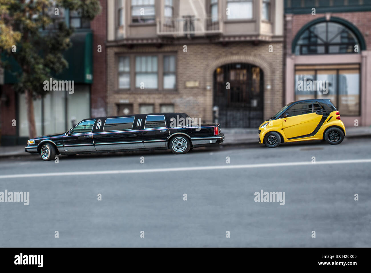 Limousine and mini in the street of San Francisco: symbol of inequality and gentrification in the city - Stock Image