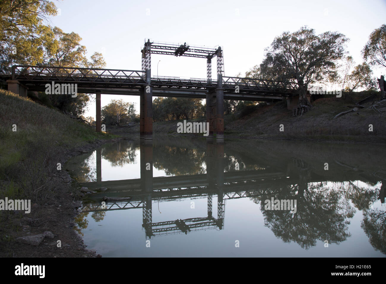 Historic lift bridge over the Darling River at Wilcannia NSW Australia - Stock Image