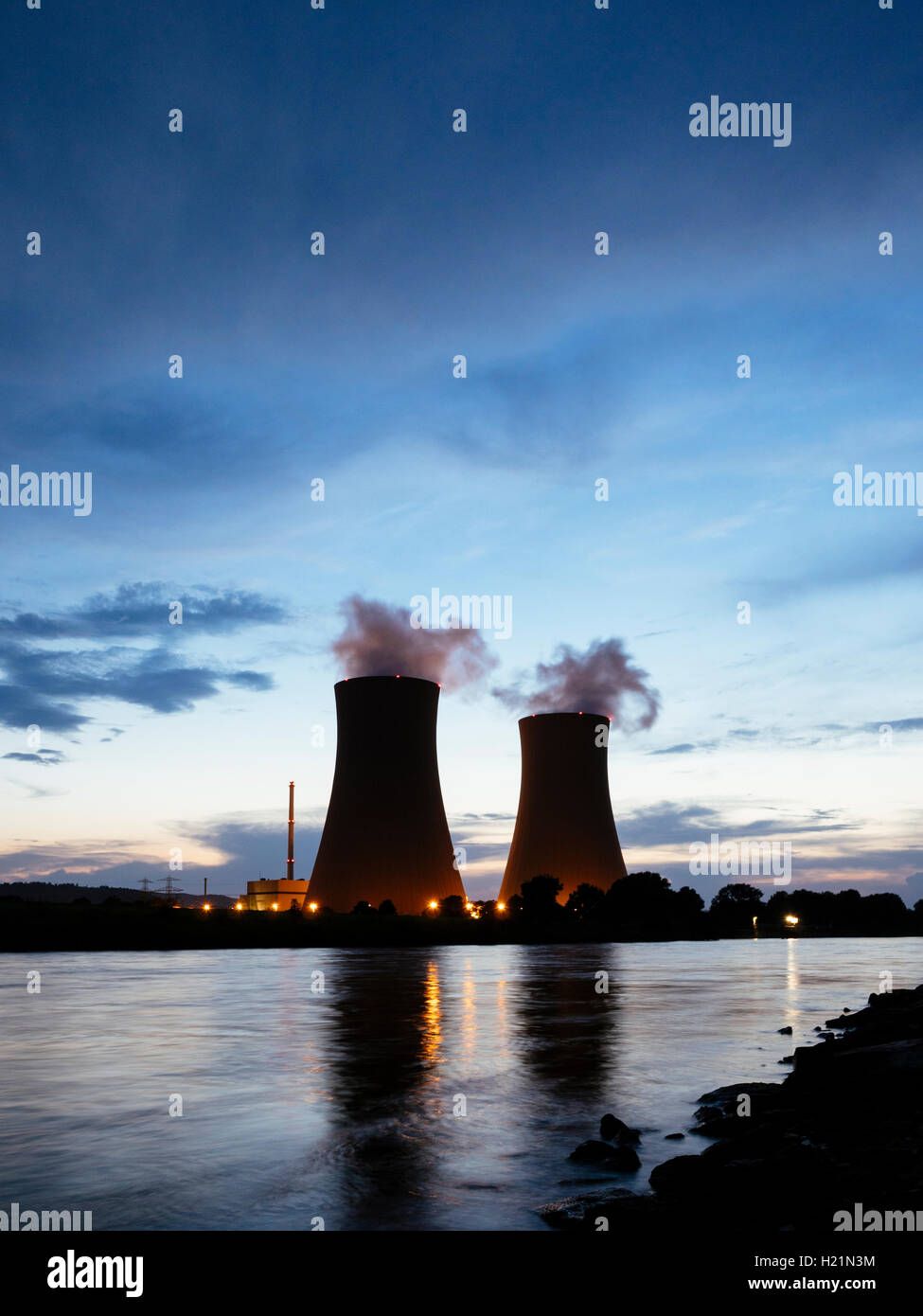 Germany, Lower Saxony, Grohnde, Grohnde Nuclear Power Plant along the Weser river during sunset - Stock Image
