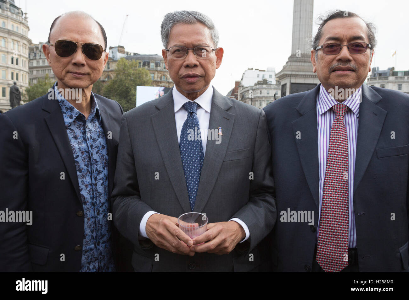 London, UK. 24th Sep, 2016. L-R: Fashion designer Jimmy Choo, The Hon. Dato' Sri Mustapa Mohamed, Minister of International Stock Photo