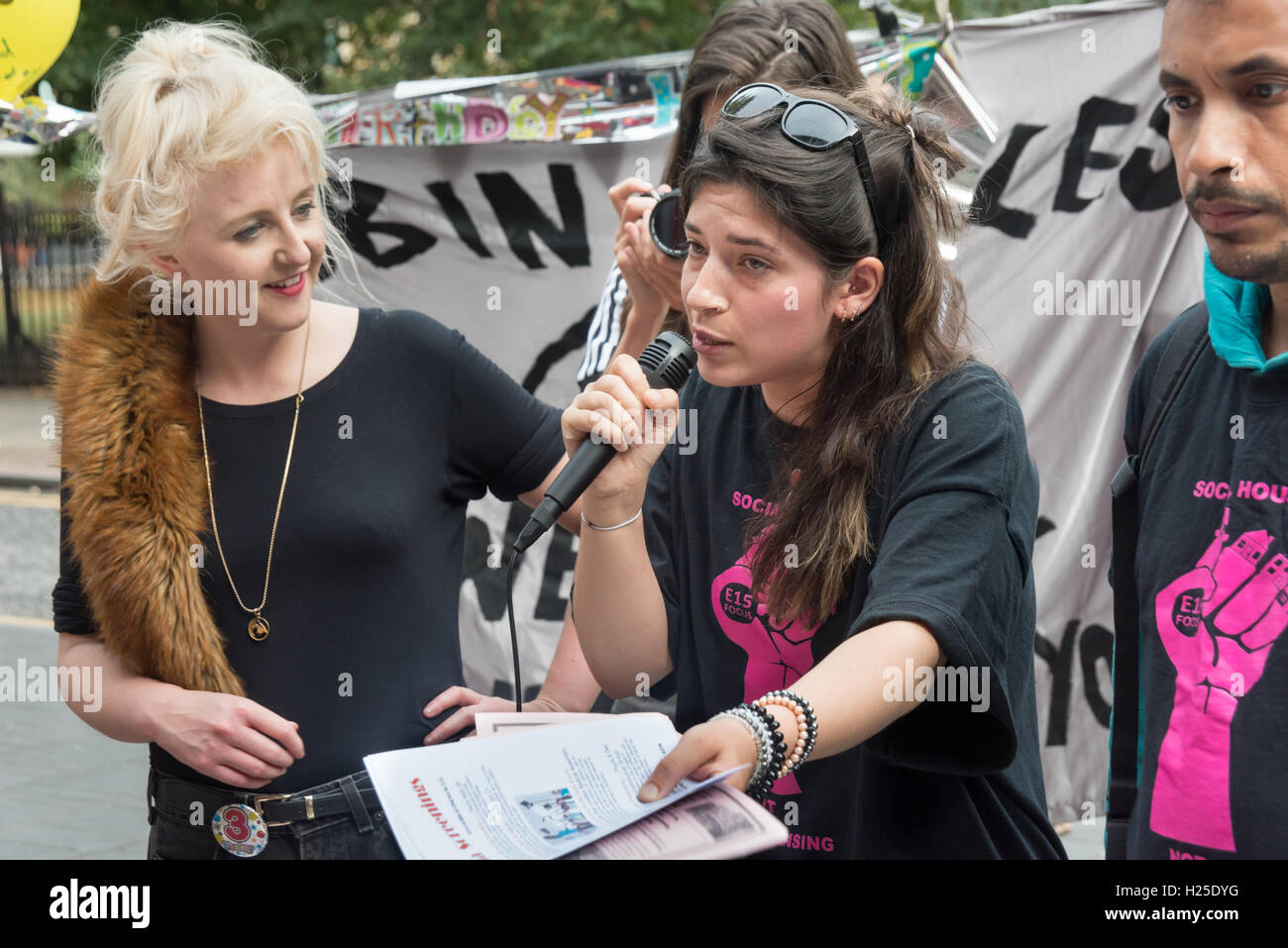 London, UK. 24th September 2016. A short rally at the end of the party by housing campaigners Focus E15 at the weekly - Stock Image