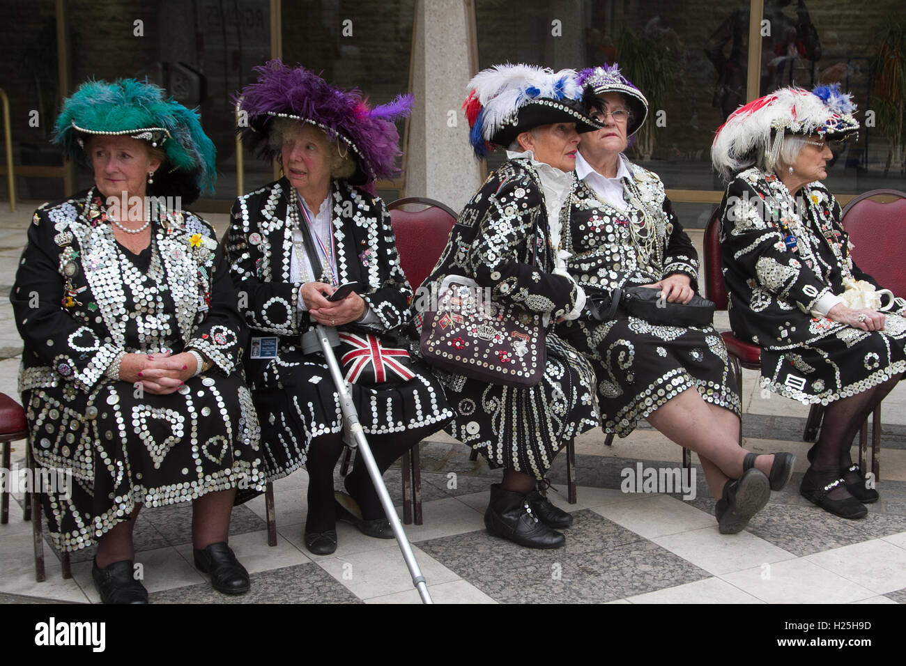 London, UK. 25th Sep, 2016. Pearly Kings and Queens celebrate the autumn harvest festival at the London Guildhall - Stock Image