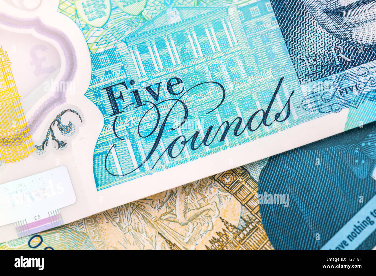 The new polymer five pound ( £5 ) note with enhanced counterfeit protection featuring Sir Winston Churchill - Stock Image