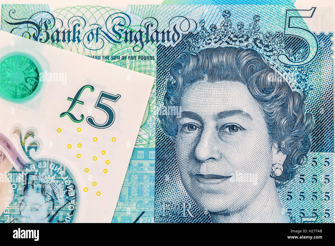 The new polymer five pound ( £5 ) note with enhanced counterfeit protection featuring Sir Winston Churchill Stock Photo