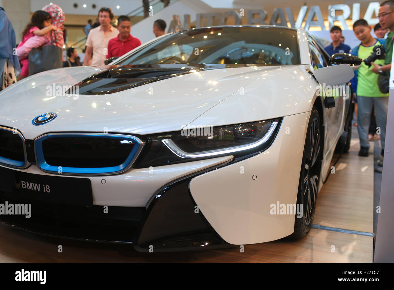The Bmw Plug In Hybrid Sport Car I8 Showcase At Bmw And Mini Cooper