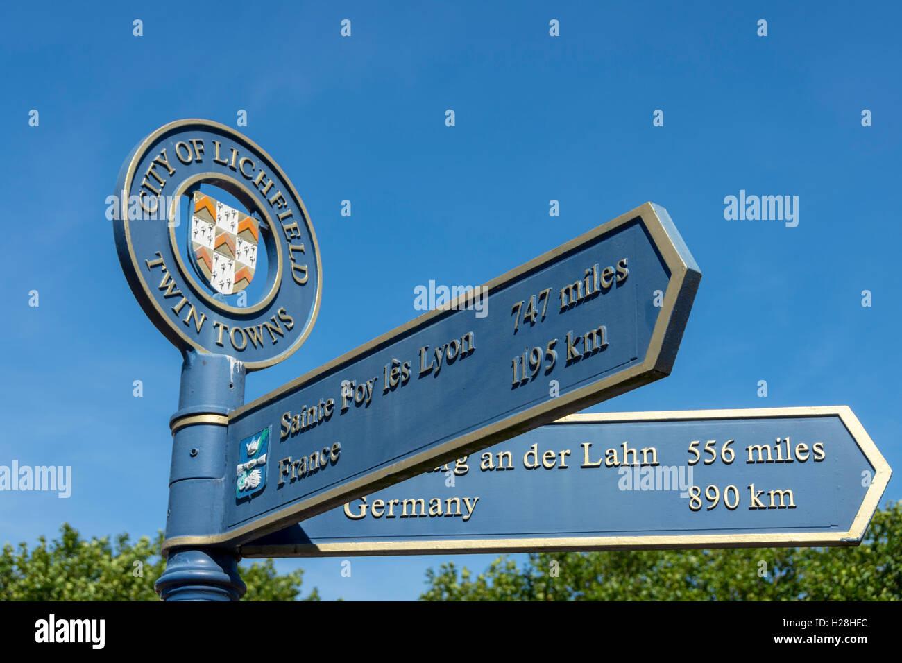 Signpost pointing to Lichfield's twin towns, St. John Street, Lichfield, Staffordshire, England, UK - Stock Image