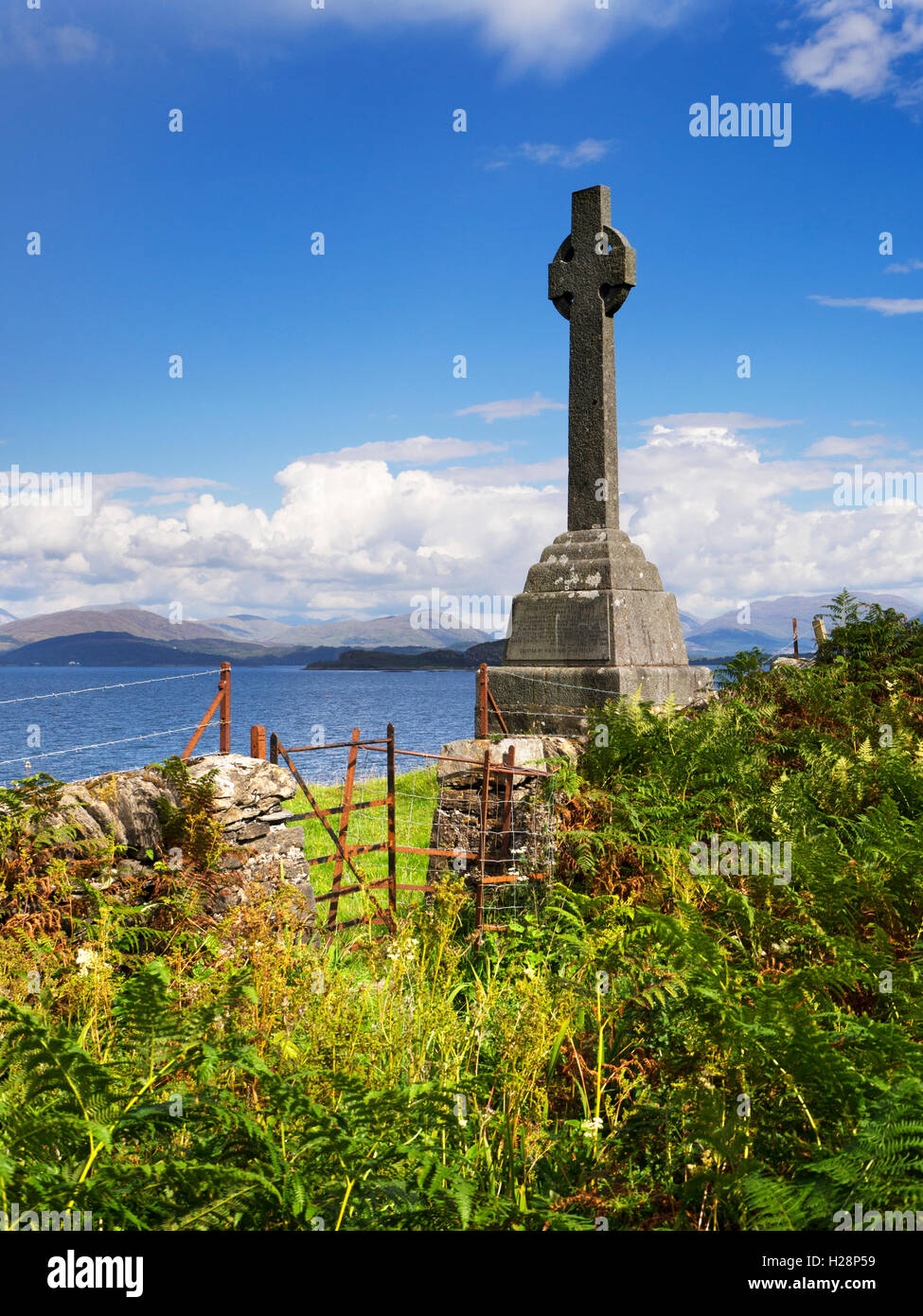 Celtic Cross Memorial to Waverley Arthur Cameron Isle of Lismore Argyll and Bute Scotland - Stock Image
