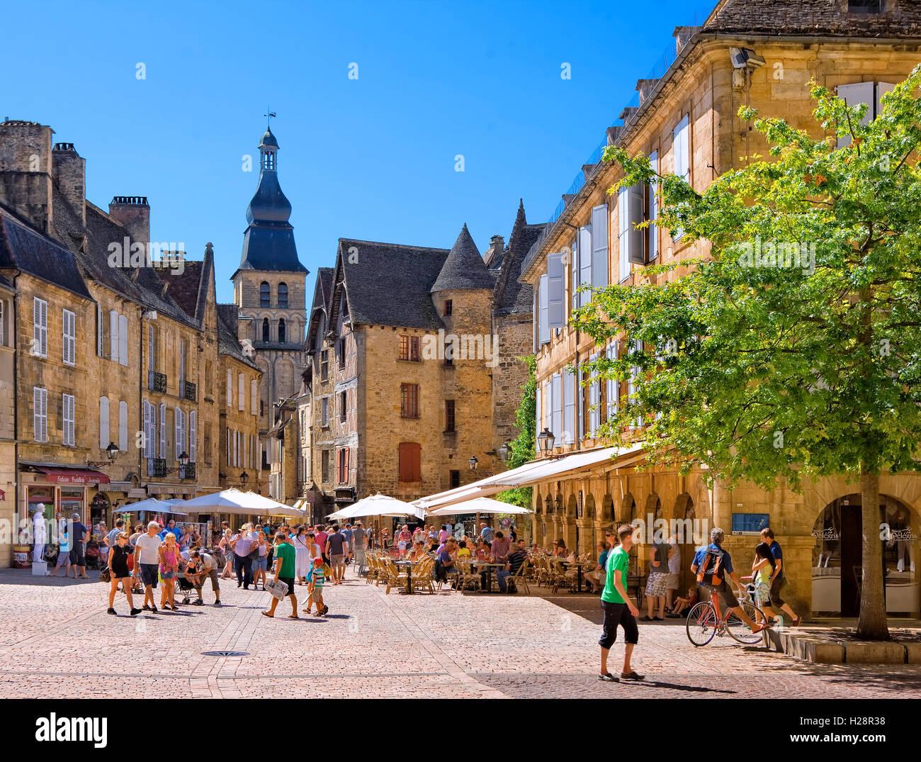 la place de la Liberte  in the old town of Sarlat,  Dordogne, France Stock Photo