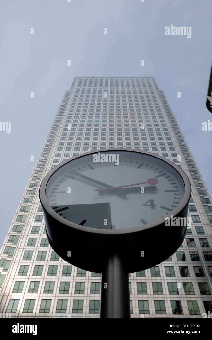 Canary Wharf Tower One Canada Square Canary Wharf London Designed by César Pelli Associates - Stock Image