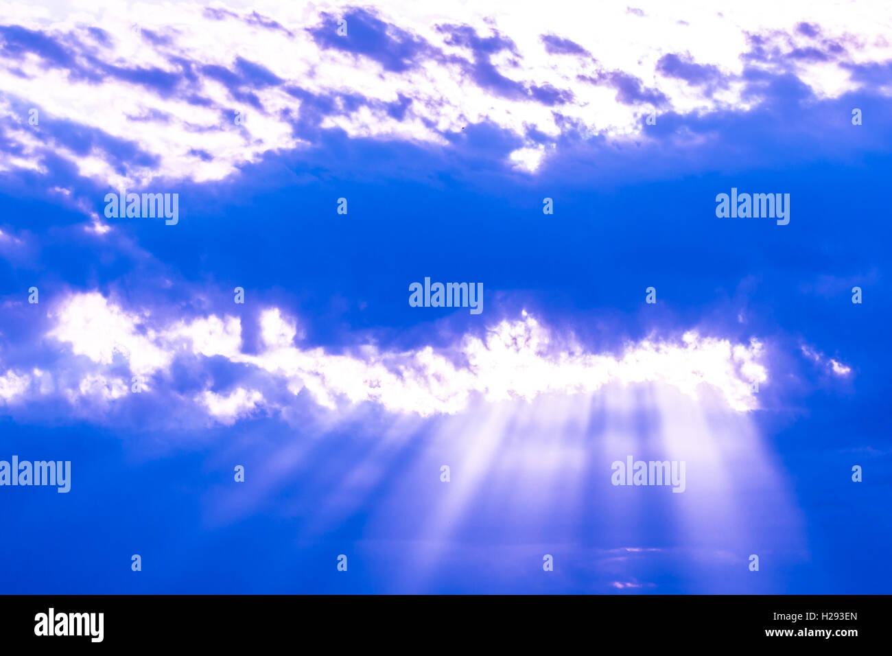 Sun beams of light shinning through the clouds. - Stock Image