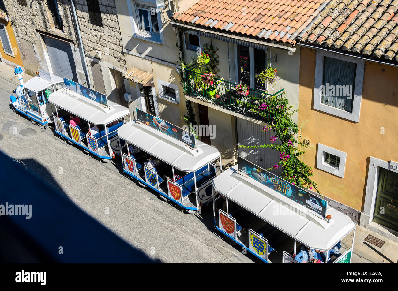 rue, Aigues Mortes, remparts, Gard, France - Stock Image