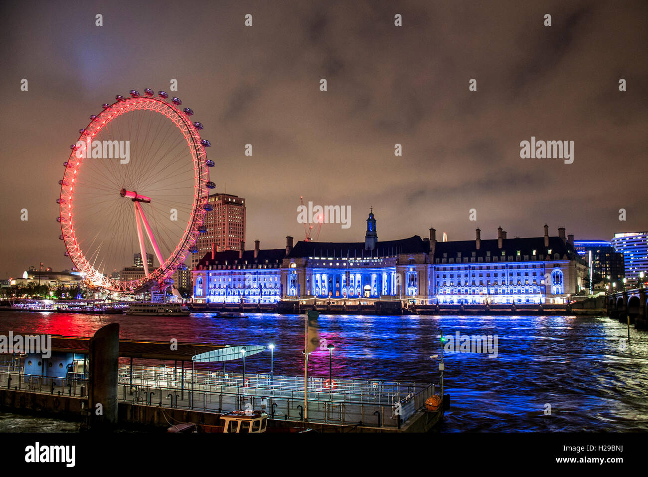 The London Eye ferris wheel illuminated city night shot - Stock Image