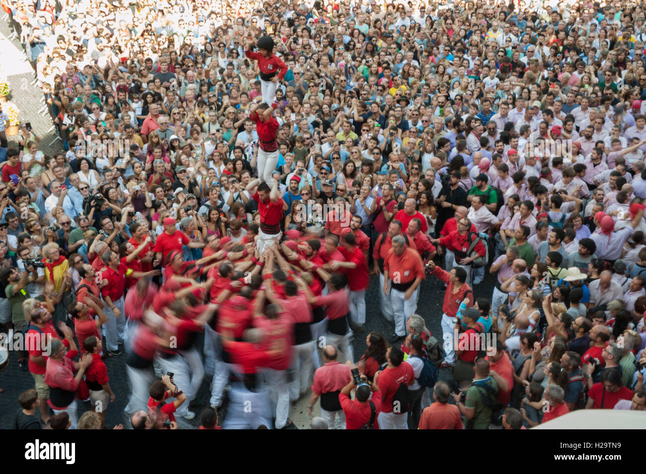 Barcelona, Spain. 26th Sep, 2016. A human tower (castell in catalan) is built in Barcelona for the Merce Festival - Stock Image