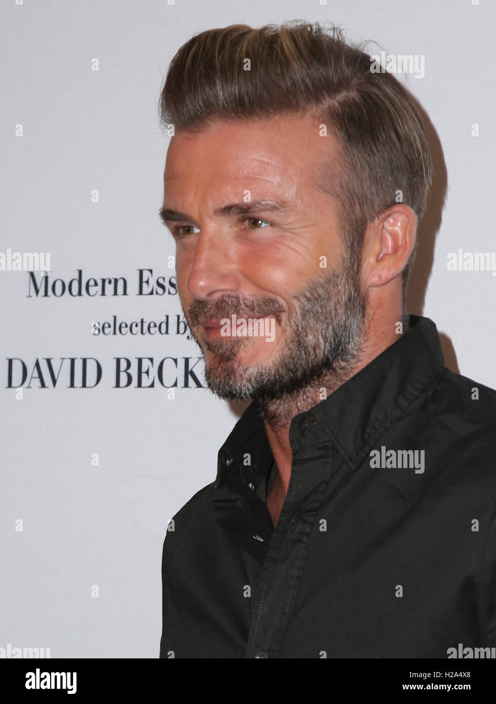 Los Angeles Usa 26th September 16 David Beckham Launches New H M Modern Essentials Campaign At H M On September 26 16 In Los Angeles California Credit Mediapunch Inc Alamy Live News Stock Photo Alamy