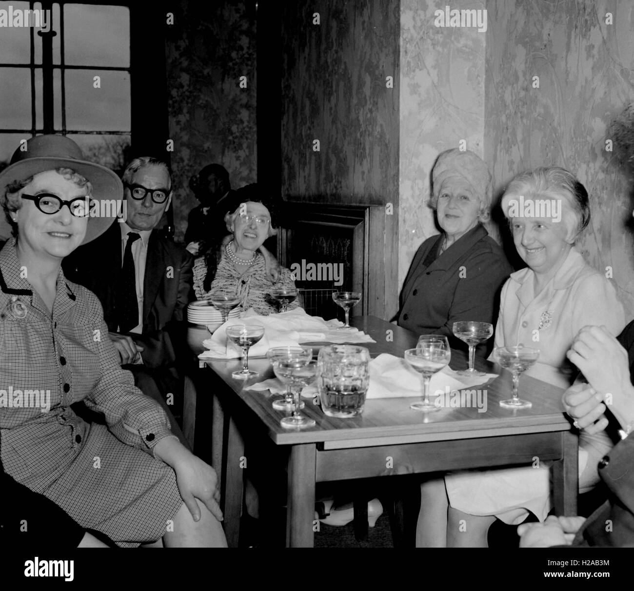 Wedding Day, at the reception. Social history, England c1960. Photo by Tony Henshaw - Stock Image