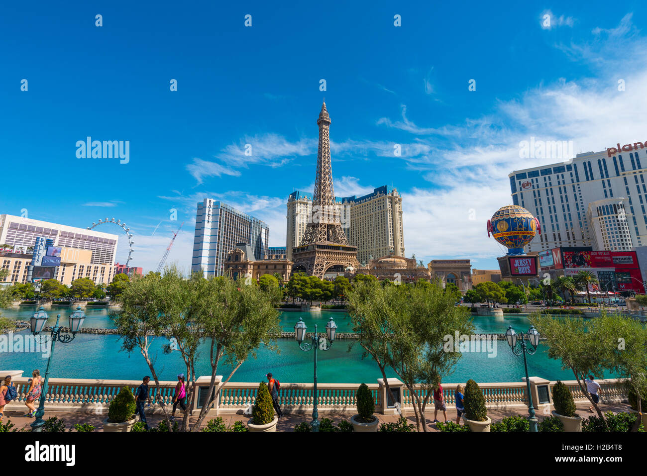 Replica of Eiffel Tower, Paris Hotel and lake in front of Bellagio Hotel, Las Vegas, Nevada, USA - Stock Image