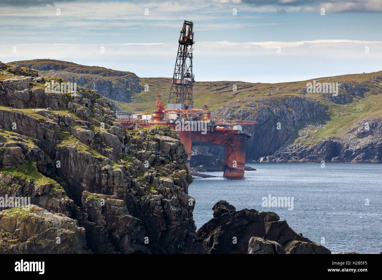 Isle of Lewis, Outer Hebrides, Scotland Transocean Winner Oil rig run aground at Dalmore Beach - Stock Image