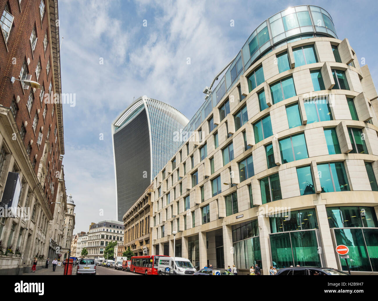 Great Brtain, England, City of London, view of Plantation Place South building with the 20 Fenchurch St 'Walkie - Stock Image