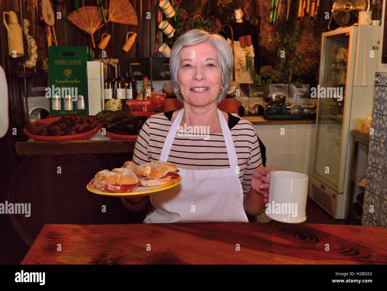 Portugal: Mrs. Maria José in her traditional tavern Adega Kilowatt in Amarante - Stock Image