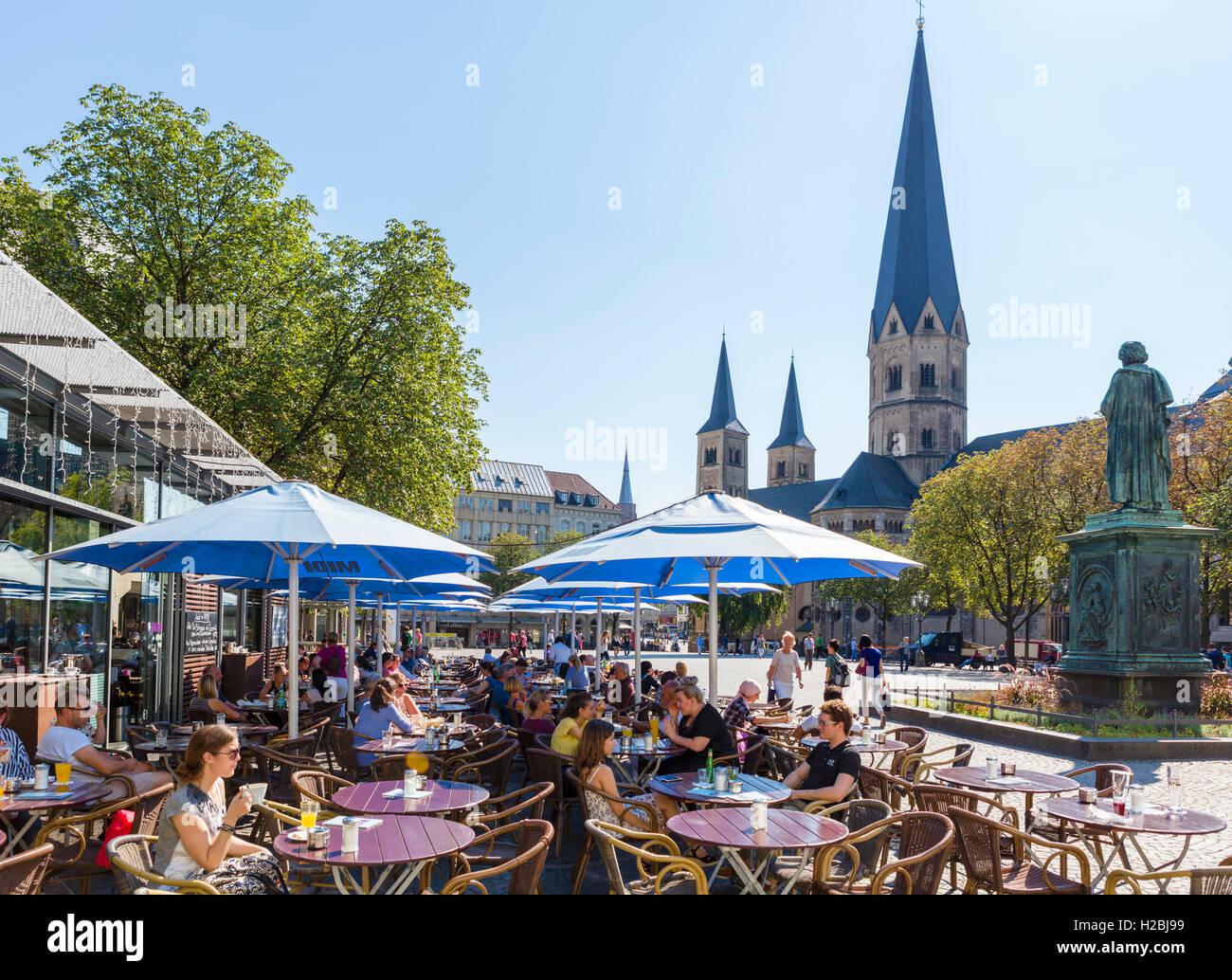 Bonn, Germany. Cafe in front of Bonn Minster (Bonner Münster) in the city centre, Münsterplatz,  Bonn, - Stock Image
