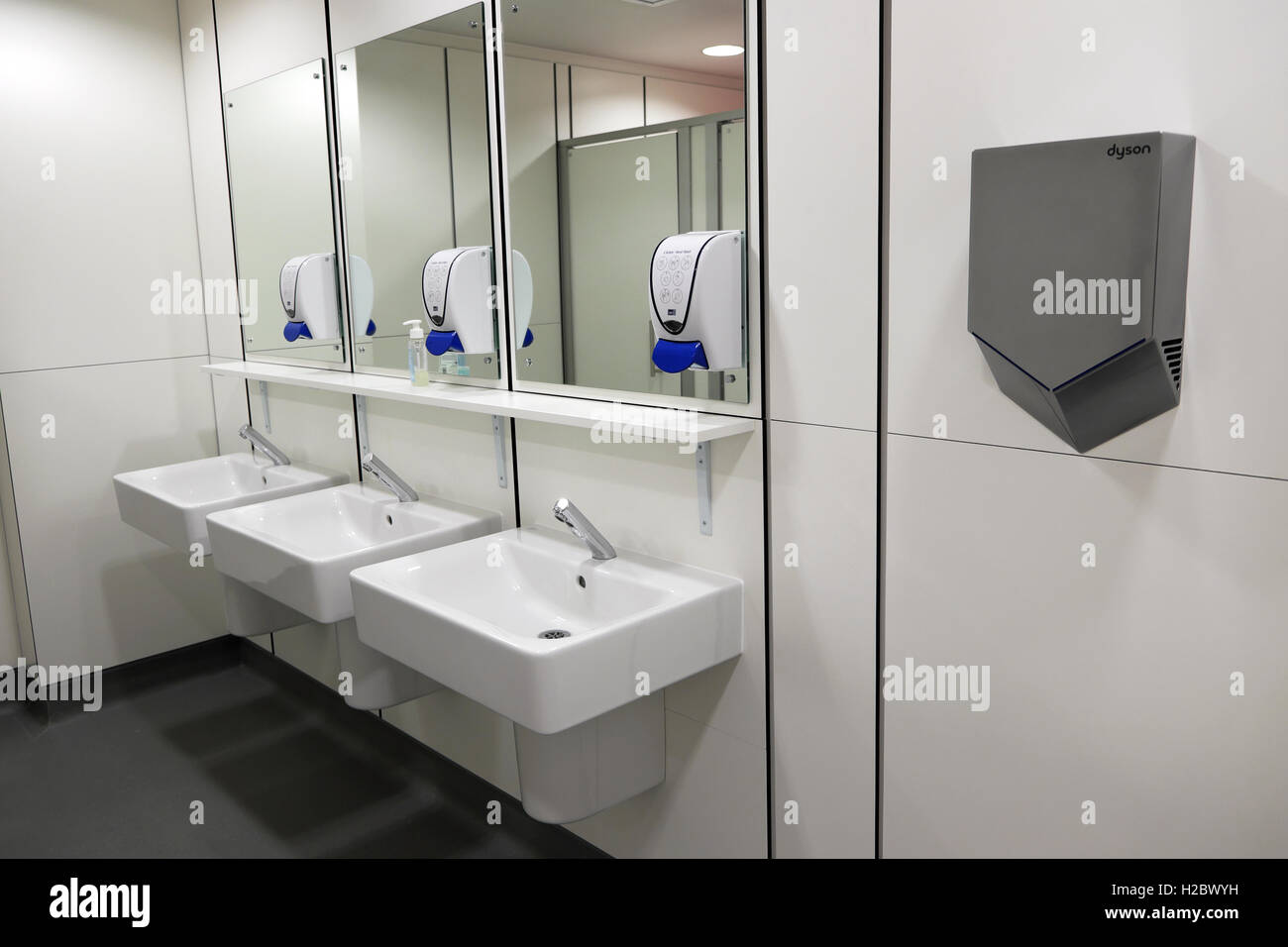 Sinks and soap dispensers Guys Hospital Cancer Centre in Southwark, South London, England, UK  KATHY DEWITT - Stock Image