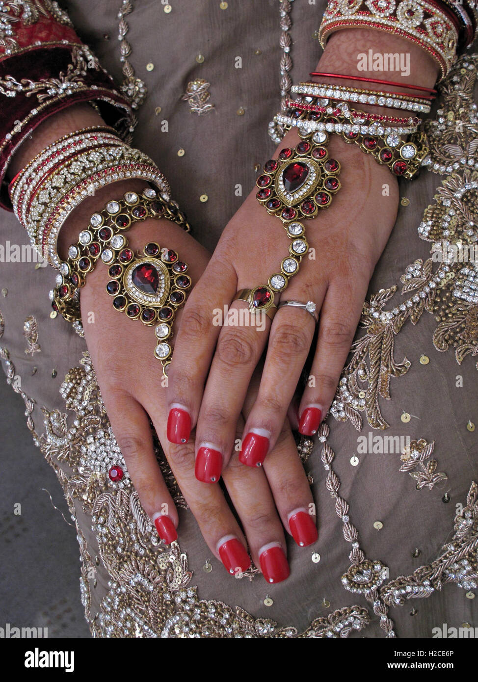 Asian wedding hands and jewelery, henna and gold Stock Photo