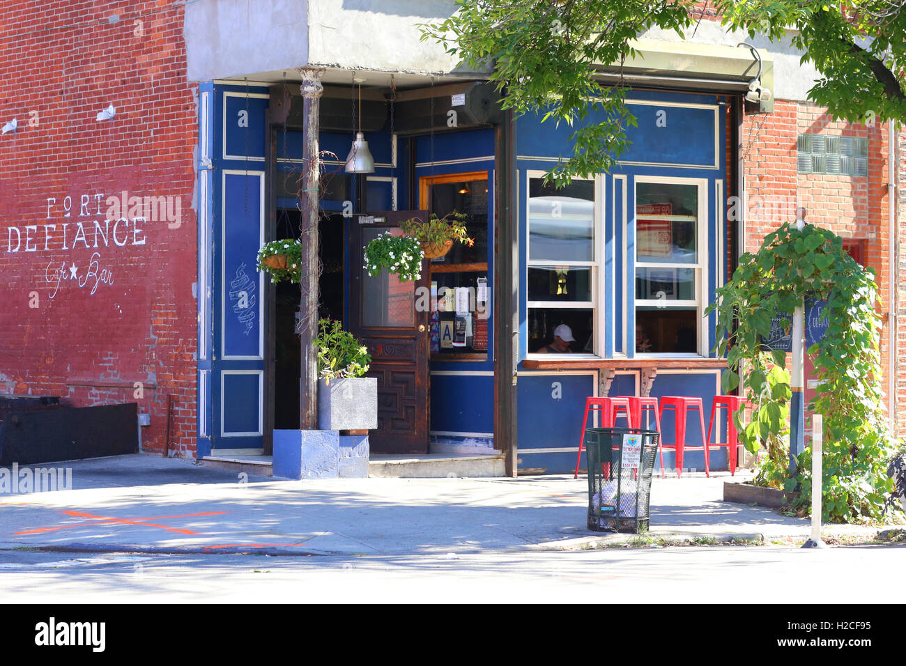 Fort Defiance cafe, 365 Van Brunt St, Brooklyn, NY. - Stock Image