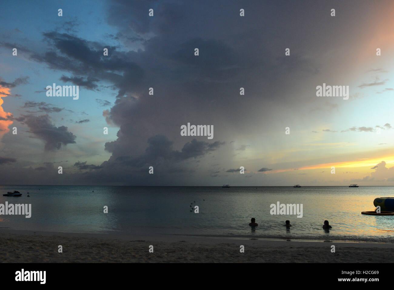 Beach coastline on Seven Mile Beach on Grand Cayman Island - Stock Image