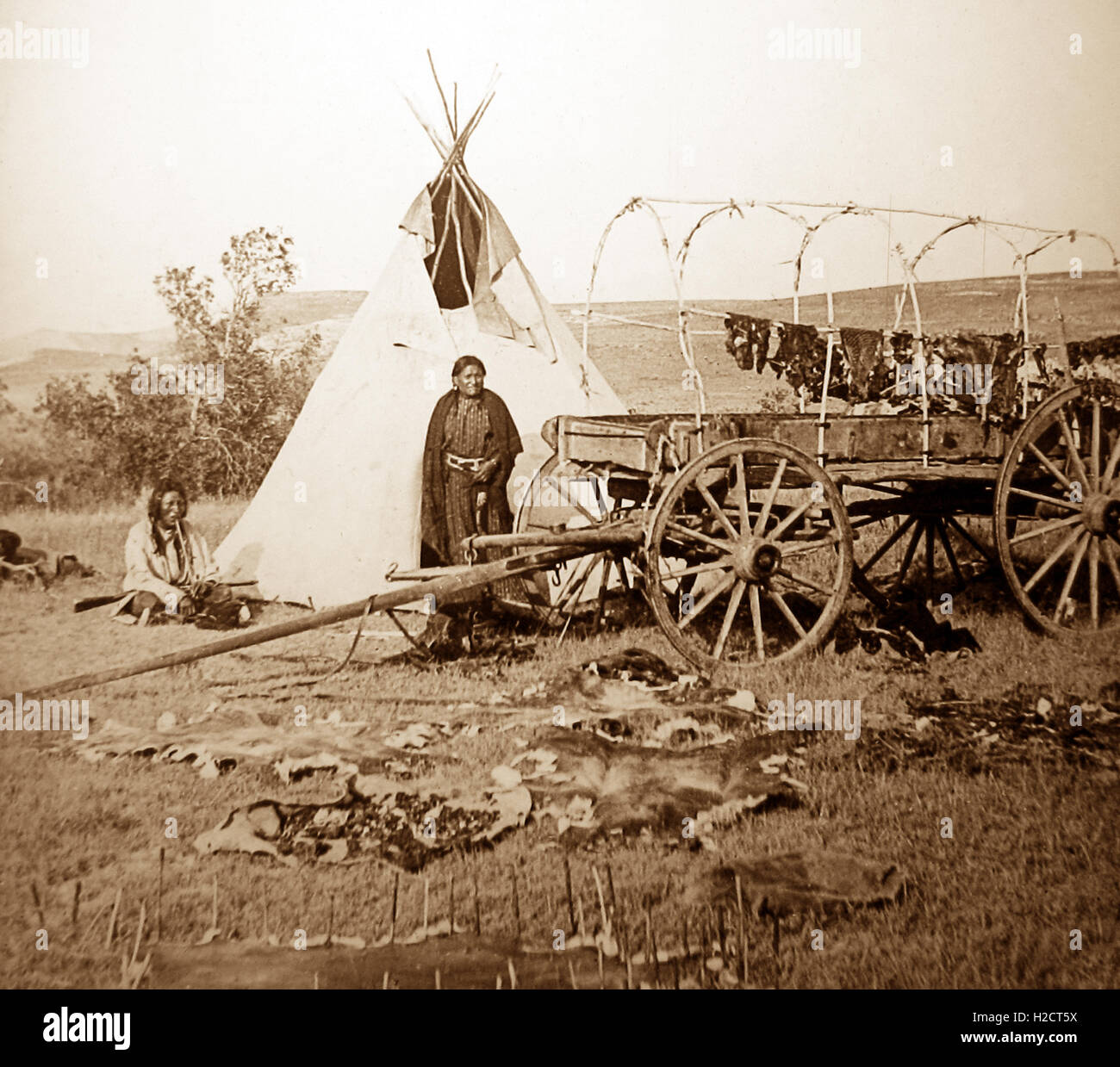 Sioux Indian fur camp on the Plains, USA - early 1900s - Stock Image