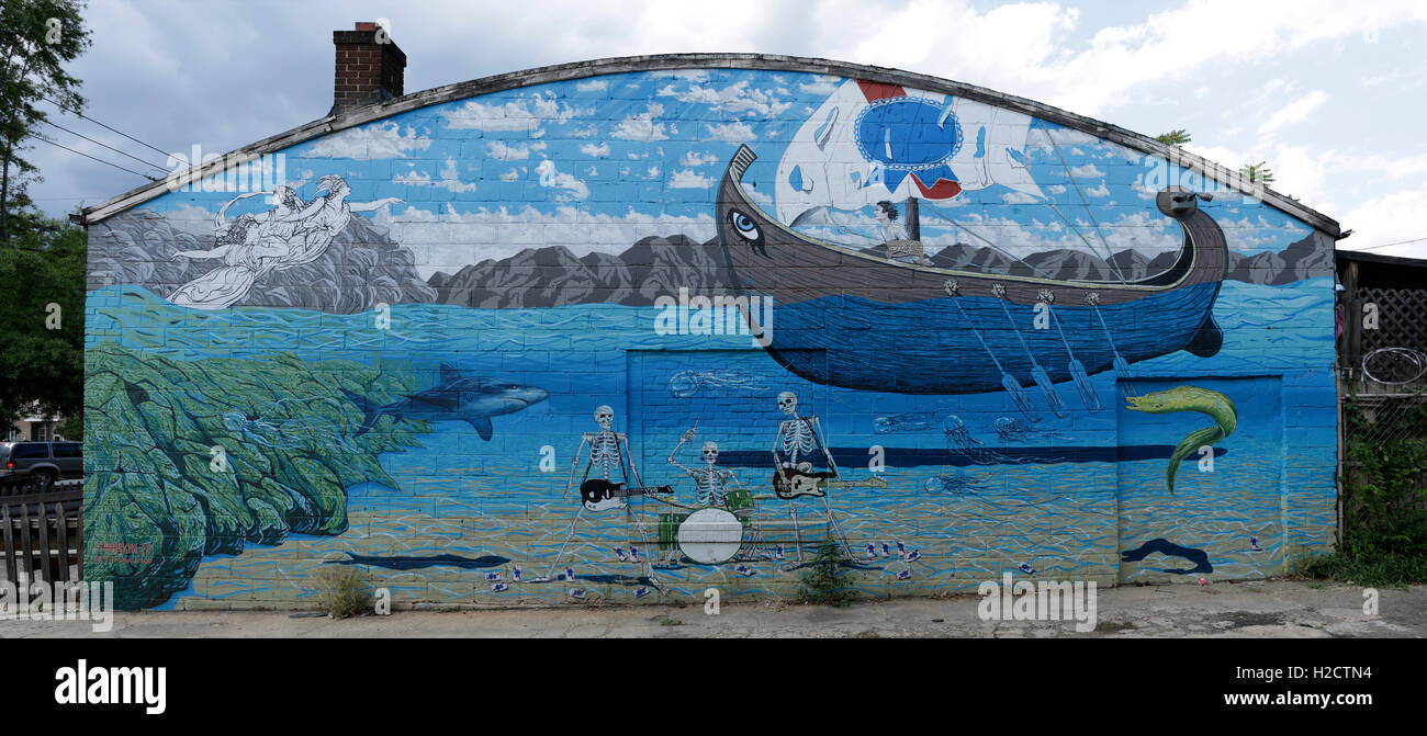 Pirate ship mural on side of Snug Harbor - Stock Image