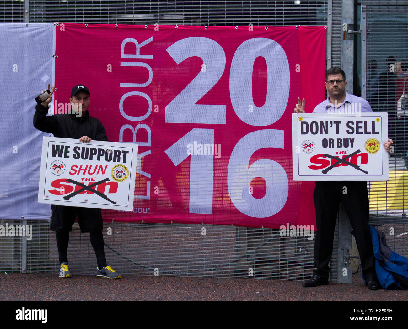 Liverpool, Merseyside, UK. 27th September, 2016. Don't buy the Sun newspaper campaigners lobby delegates. 27 years Stock Photo