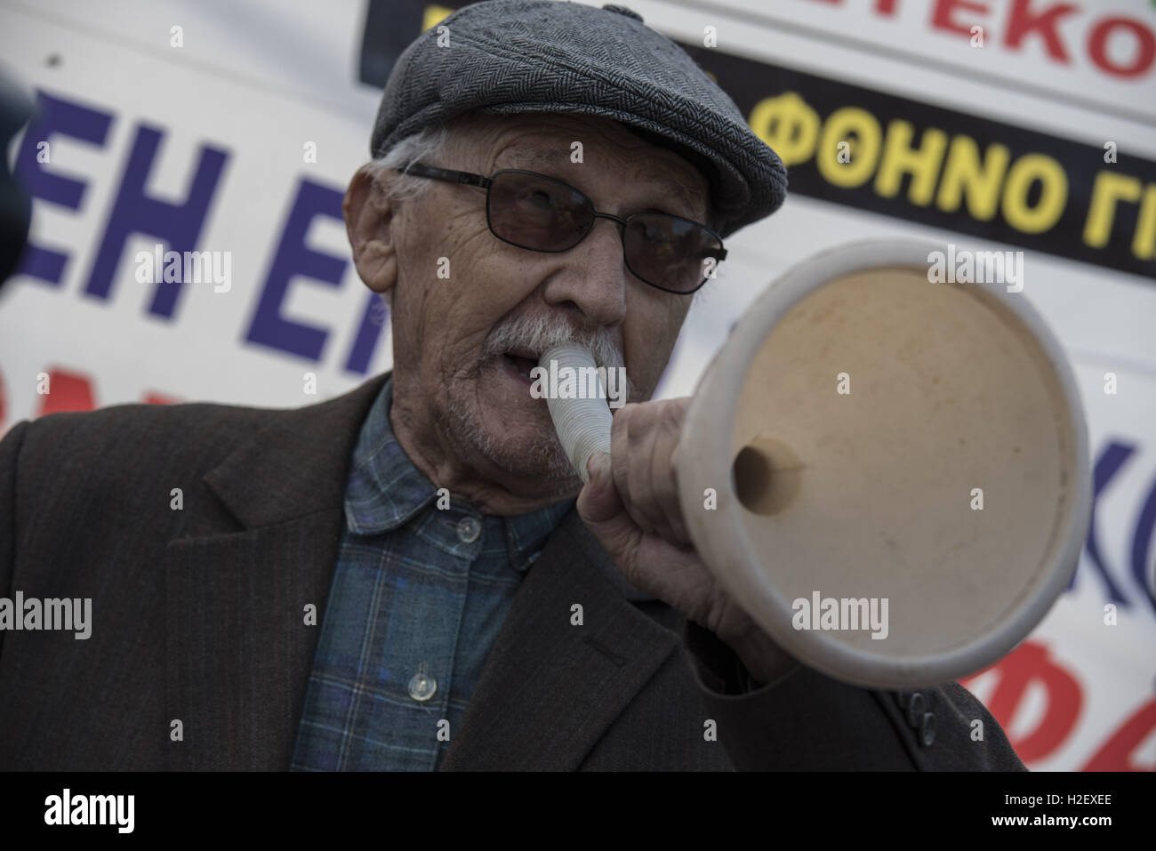 Athens, Greece. 27th Sep, 2016. Unionists of the Athens Water Supply and Sewerage Company, EYDAP, shout slogans - Stock Image