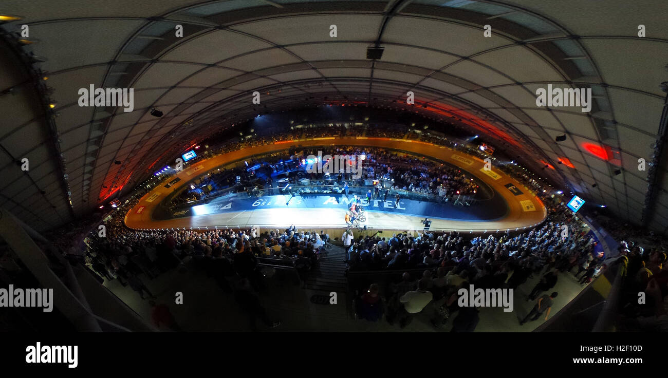 London, UK. 27th Oct, 2016. Competitors in the Six Day London Cycling at the Velodrome on October 27, 2016 in London, - Stock Image