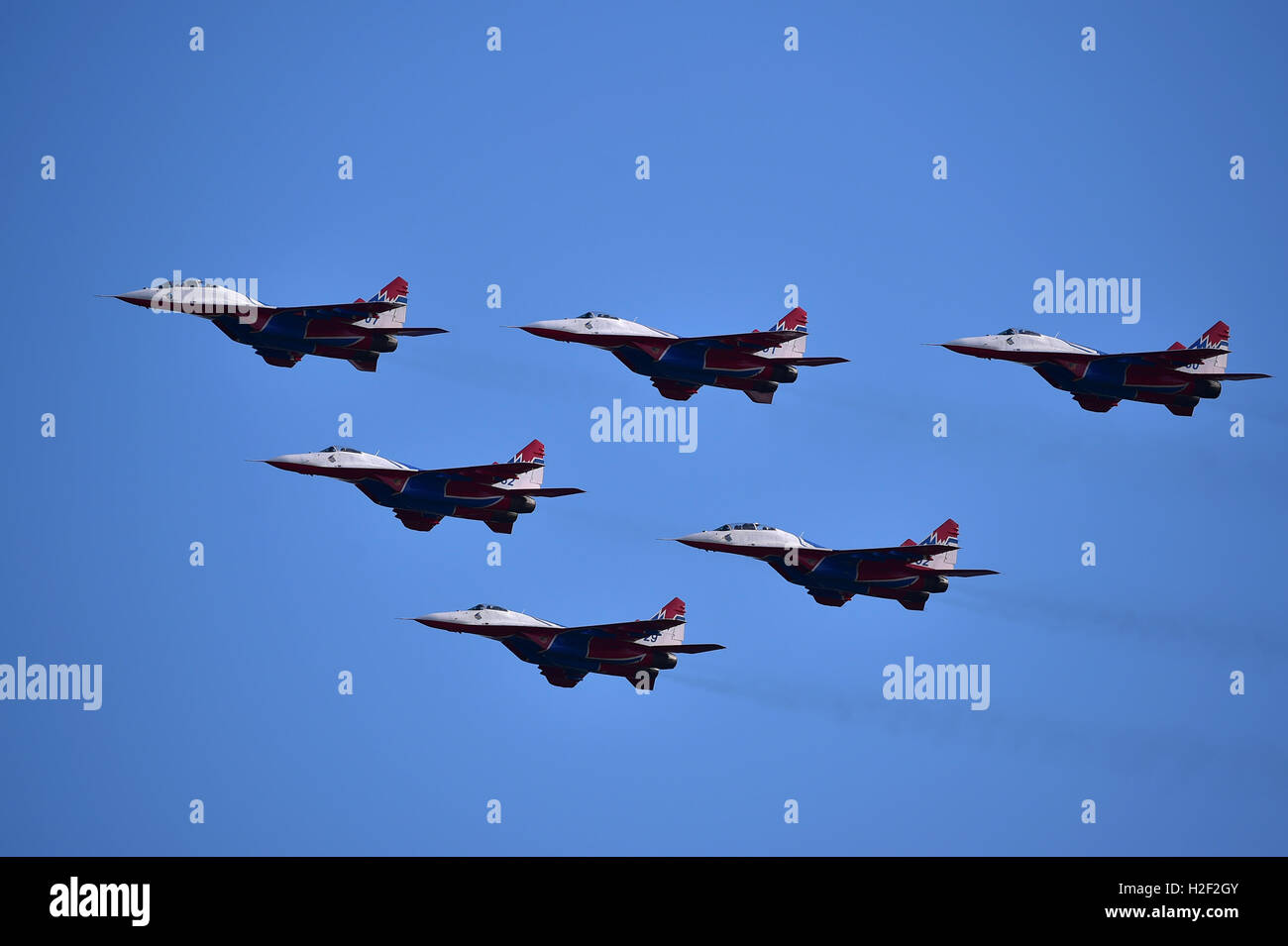 """Zhuhai, China's Guangdong Province. 28th Oct, 2016. Russian jet fighters MiG-29 of the Russian aerobatic team """"Swifts"""" Stock Photo"""