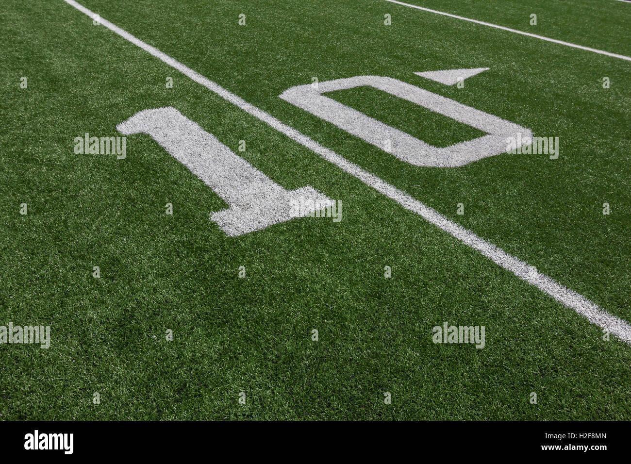 Yardage Markers On A Football Field Stock Photo 122038021 Alamy
