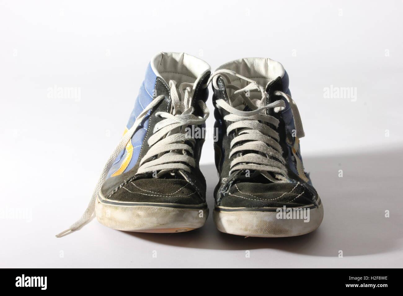 letzter Rabatt groß auswahl neue Sachen warn out vans hi-top skateboard shoes on white background, used ...