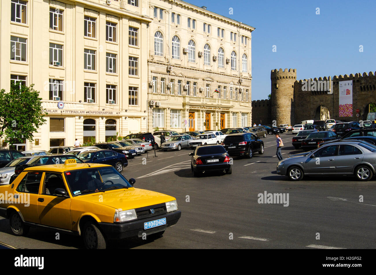 Azerbaijan, Baku. Traffic in Baku. Walls are surrounding the Old City or Inner City of Baku. This is the historical - Stock Image