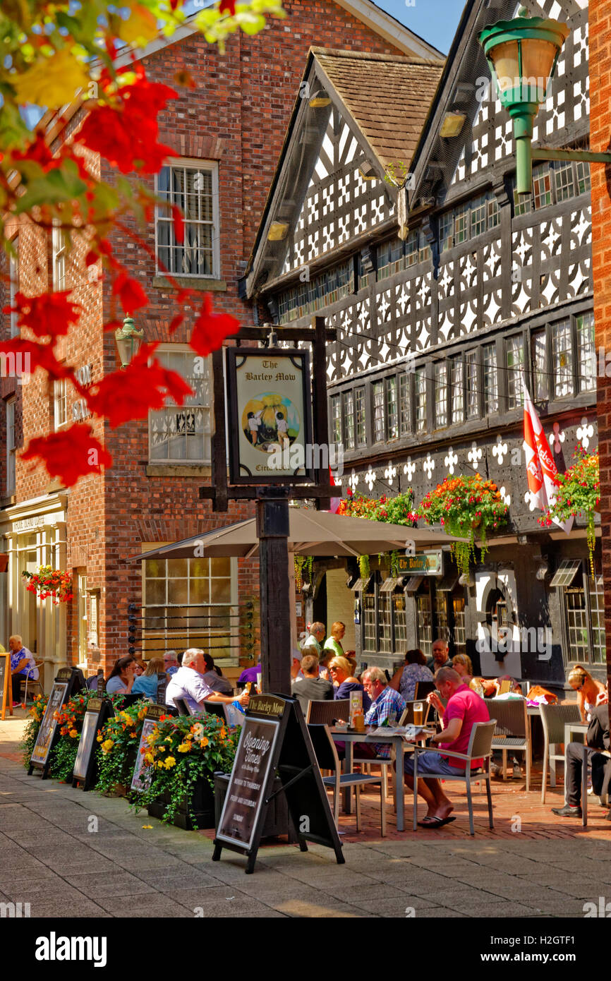 Golden Square and the Barley Mow Inn circa 1561 at Warrington town centre, Cheshire. - Stock Image