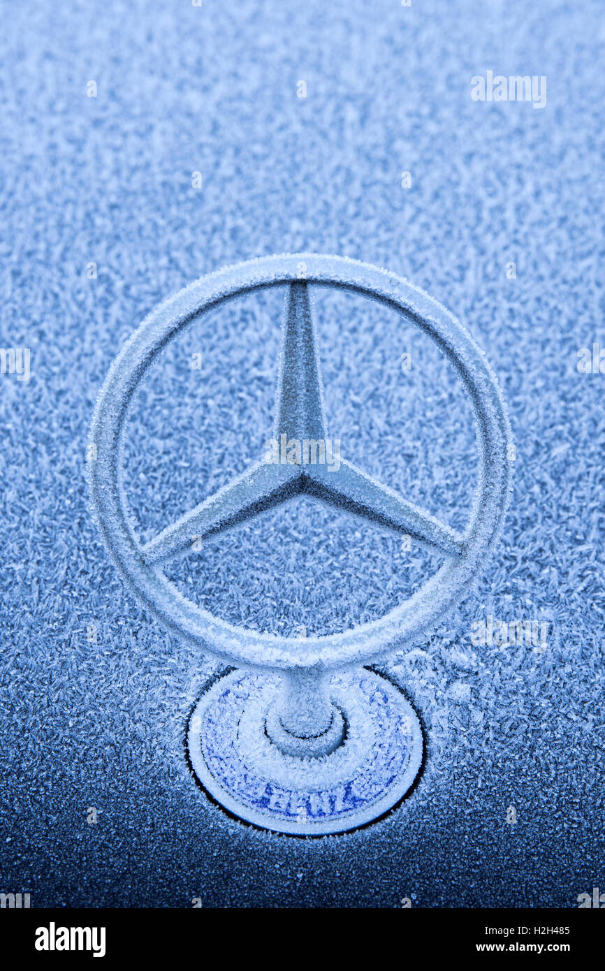 An Iconic Bonnet Badge On A Mercedes Benz Luxury Car On A Cold And Stock Photo Alamy