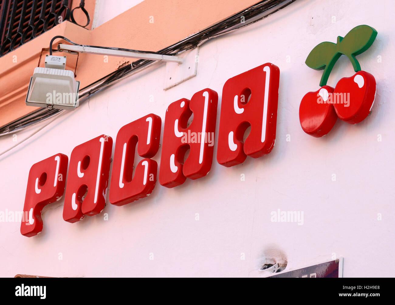das Logo der Marke 'Pacha', Ibiza, Spanien. - Stock Image
