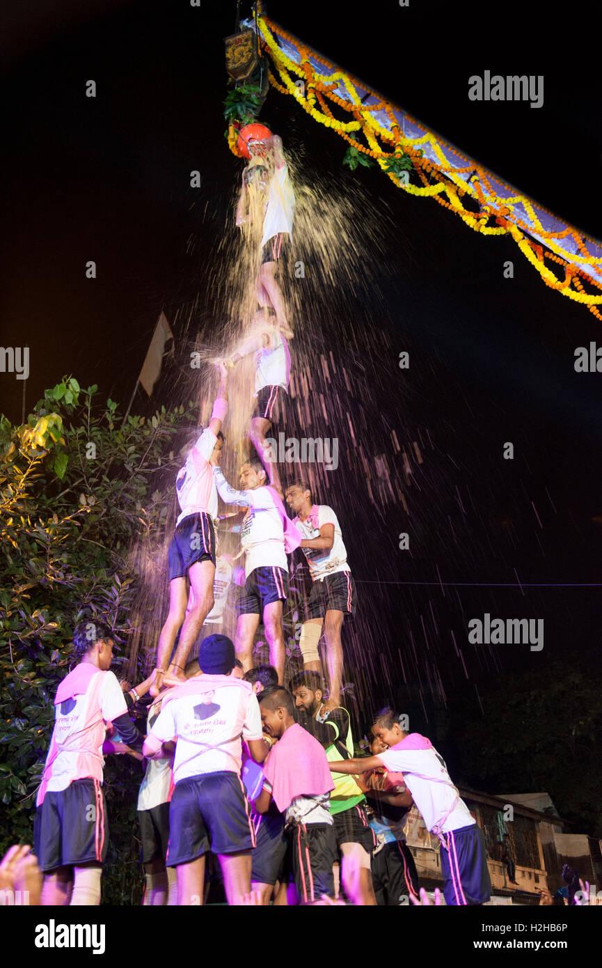 Human Pyramid Stock Photos & Human Pyramid Stock Images - Alamy