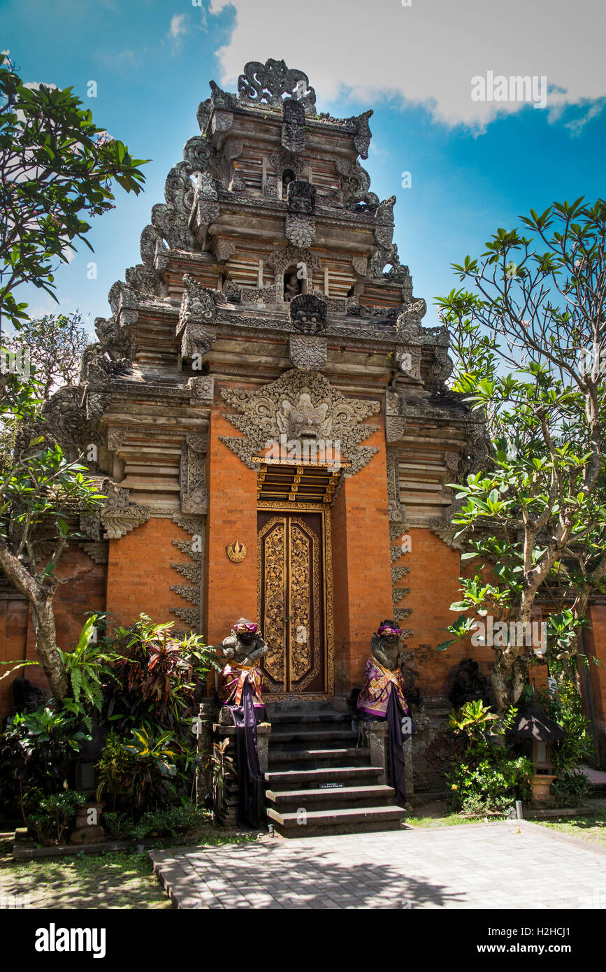 Indonesia, Bali, Ubud, Jalan Raya Ubud, Pura Taman, Saraswati temple entrance, ornate traditional doorway - Stock Image