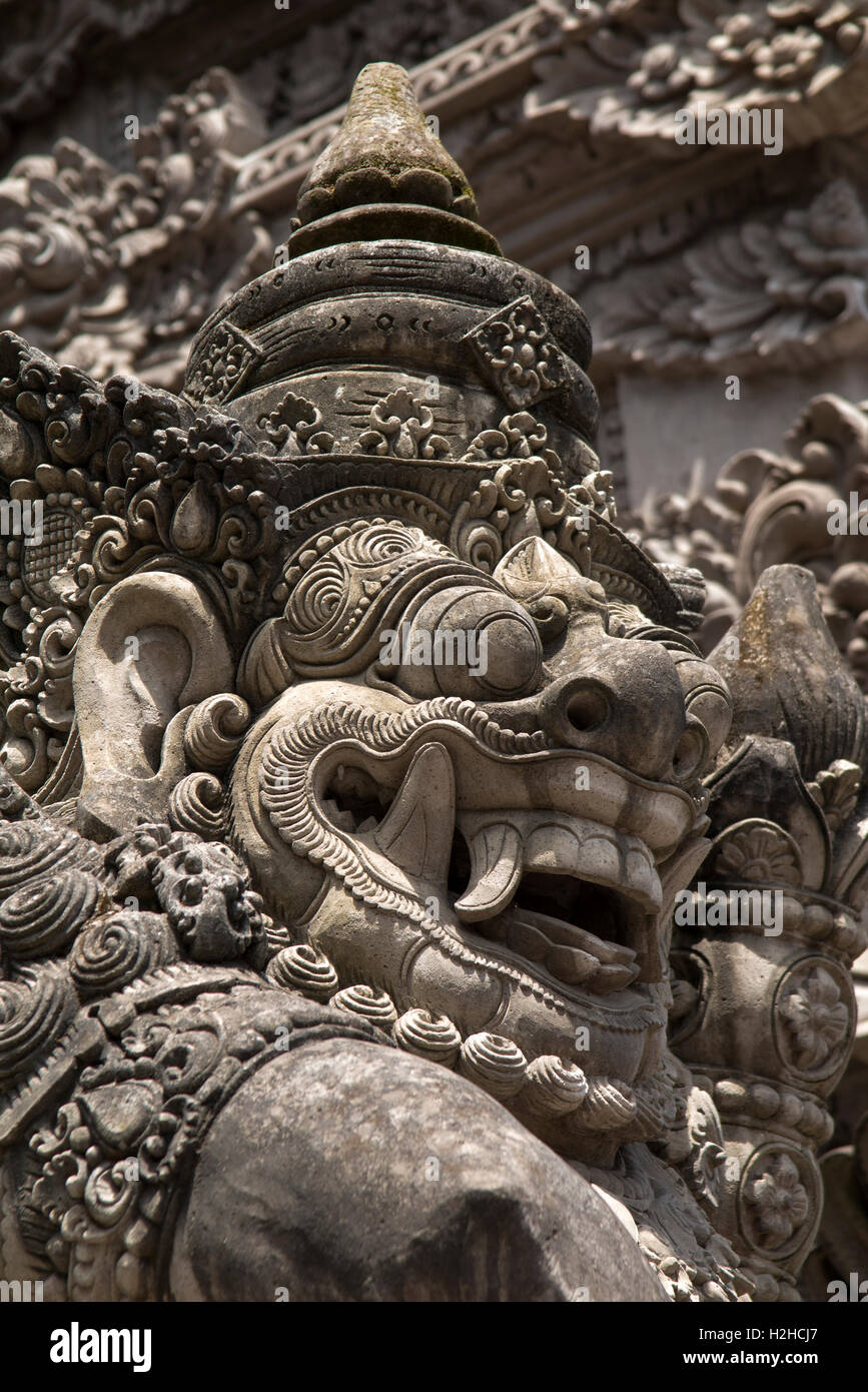 Indonesia, Bali, Ubud, crafts, carved stone barong head on temple - Stock Image